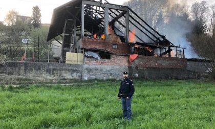 Prima lo scoppio poi l'incendio: fiamme in un deposito