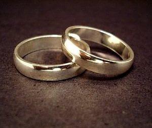 Matrimonio combinato per evitare l'espulsione