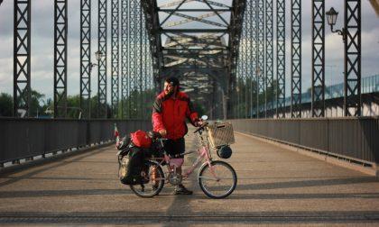 Omar Chinea diretto in bici a Capo Nord, sosta ad Amburgo