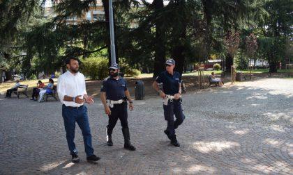 Polizia locale, sopralluogo ai giardini Zumaglini e in via Italia