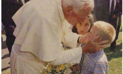 Baciato a otto anni dal Papa Santo