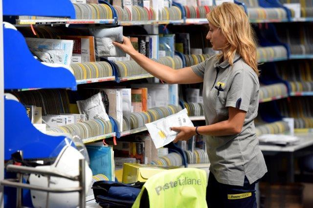 Poste Italiane: nuove divise per portalettere biellesi | FOTO