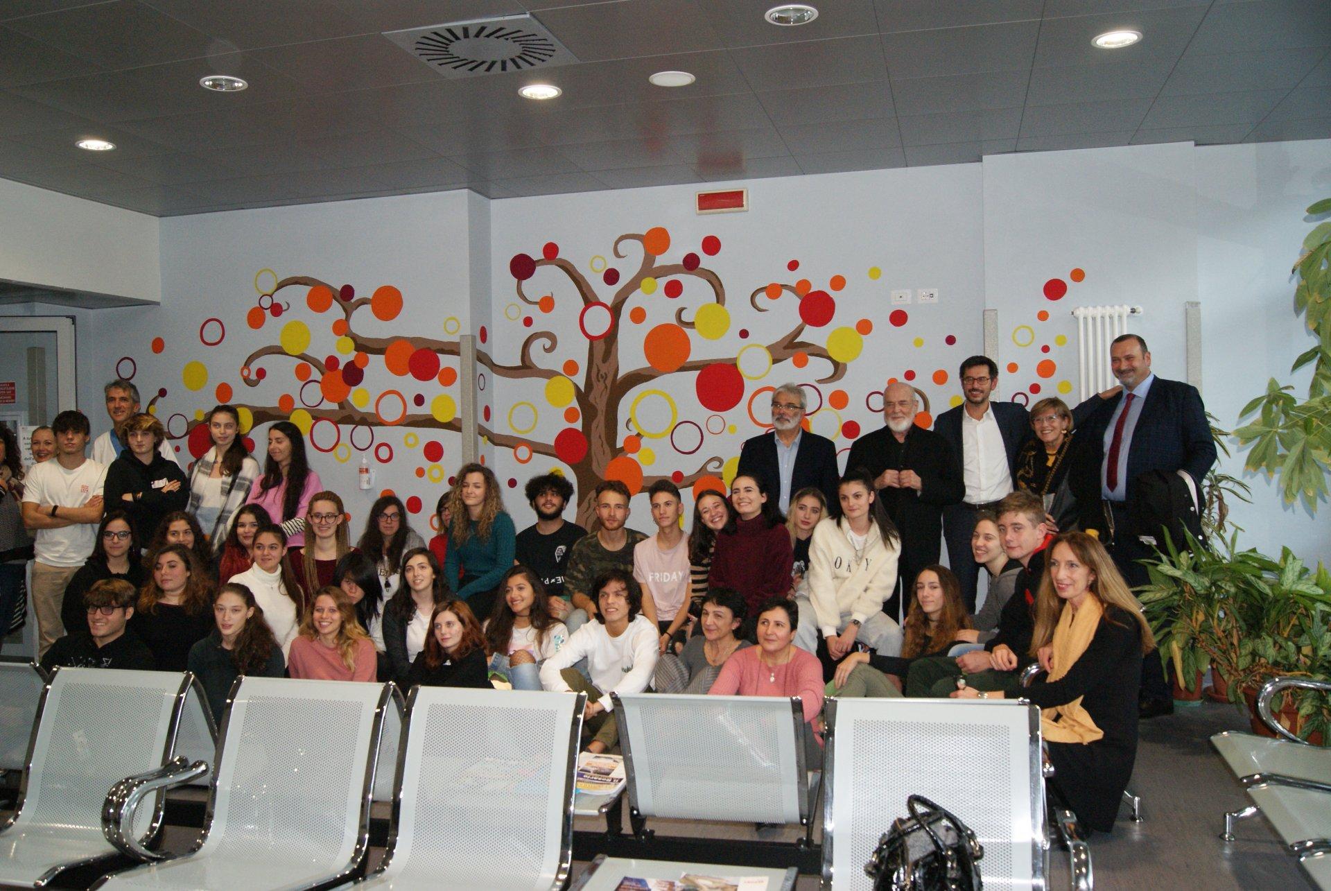 Liceo Artistico Michelangelo Como il liceo artistico ha dato colore al reparto di oncologia