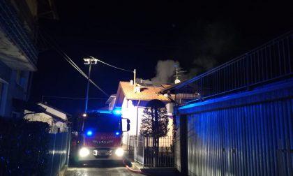 Vigliano Biellese, fiamme in una casa, proprietaria in salvo