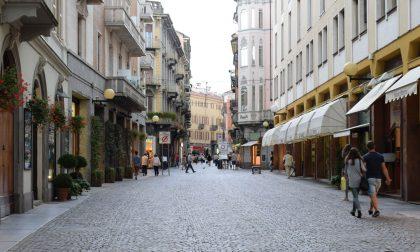 Centro commerciale chiuso nel weekend, ora si fanno sentire i negozi del centro storico