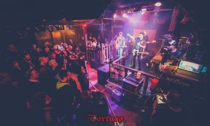 Spray urticante al pub durante un concerto, clienti in fuga