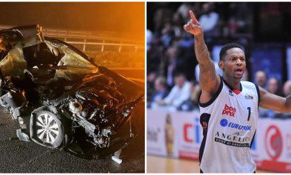 """""""Non dovrei essere vivo"""". L'ex campione di Biella Mike Hall miracolato dopo incidente"""