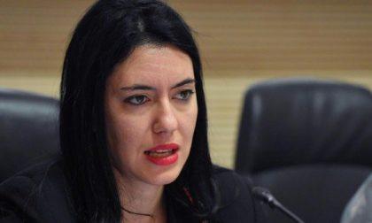 La Ministra Azzolina e il plexiglass tra i banchi: è pioggia di critiche