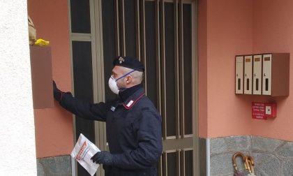 I carabinieri consegnano farmaci e cibo agli anziani