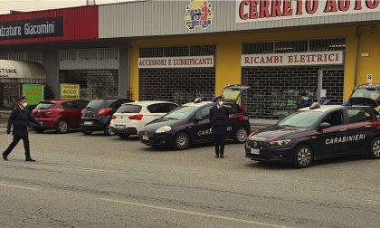 Fermati in auto mentre fumano uno spinello: segnalati e denunciati
