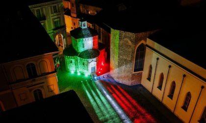 Il Battistero di Biella spettacolare: si illumina del Tricolore
