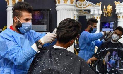 Dai parrucchieri ai negozi di abbigliamento, le regole per la riapertura