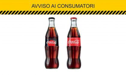 """Filamenti di vetro nelle bottiglie di Coca Cola ritirate dai supermercati: """"Non consumate questi lotti"""""""