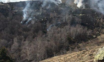 Spento l'incendio doloso del Mombarone: indagano i Carabinieri forestali