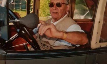 Addio a Mario Cariola, l'ultimo saluto dalle sue amate auto d'epoca
