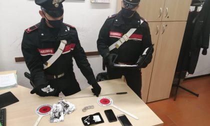 Eroina nascosta nel cruscotto dell'auto, trentenni denunciati a Cossato