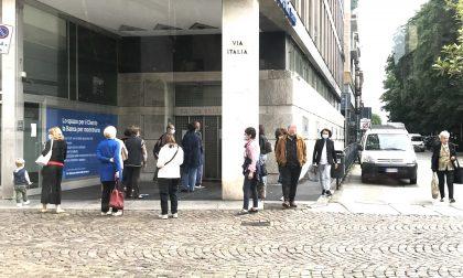 Imu,  in coda fuori dalla banca per il pagamento della tassa