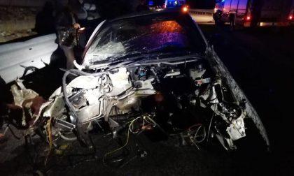 Spaventoso incidente sulla Cossato-Valle Mosso, giovane sbalzato fuori dall'auto