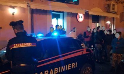 Ragazzi esagerano fuori dal Bar e arriva la reprimenda dei Carabinieri