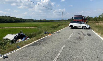 Terribile schianto tra due auto a Salussola: una donna di 59 anni morta e due feriti