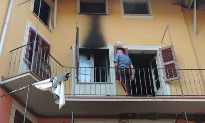 Incendia l'appartamento del vicino dopo un litigio: arrestato