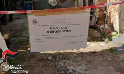 Autodemolizione abusiva e gestione illecita di rifiuti, due sequestri