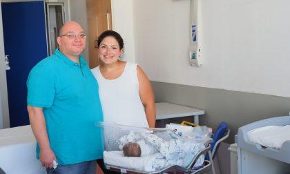 Biella, lotta per 4 mesi contro il Coronavirus, ora è diventato papà