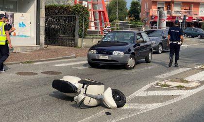 In scooter contro un'auto, traffico in tilt in via Rosselli