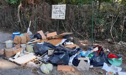 Abbandono rifiuti, in arrivo le foto-trappole. Multe fino a 600 euro