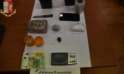 La cocaina e l'hashish erano nascosti nella stufa e in mansarda: un arresto a Cavaglià