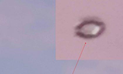 Straordinario avvistamento nei cieli a Novara: è un ufo? VIDEO
