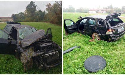 Distrugge l'auto in pieno giorno e se ne torna a casa prima dell'arrivo dei Carabinieri