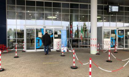 """Covid-19, """"stretta"""" dell'ospedale di Biella: aperto fino a mezzogiorno e una visita autorizzata"""