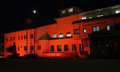 Contro la violenza sulle donne la caserma Carabinieri si colora di arancione