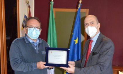 Premiato il dott. Luciano Pettinelli, per 26 anni medico della questura di Biella