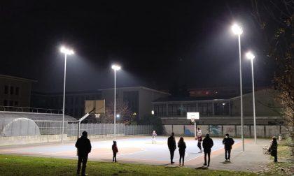 Si illumina il campo da basket all'aperto di Via Vialardi di Verrone