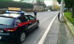 Inseguito dai carabinieri per mezz'ora, poi sperona l'auto al posto di blocco