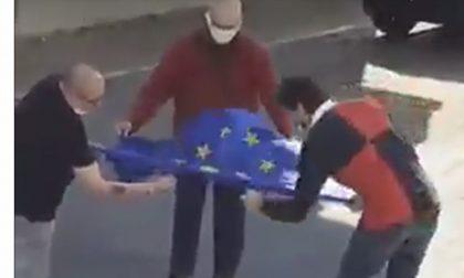 Cercarono di bruciare bandiera Europa, condannati tre di Forza Nuova - VIDEO