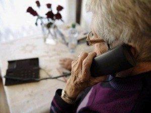 La nipote salva la nonnina da una truffatrice che chiedeva 10mila euro