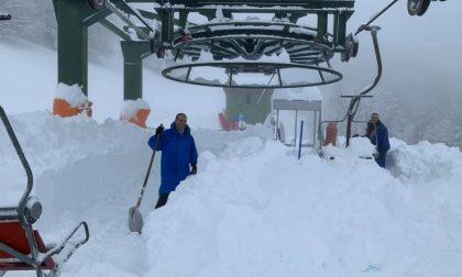 La neve (per pochi) che sommerge Bielmonte e Oropa FOTO