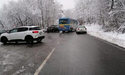Favaro, sosta selvaggia per godersi la neve: 45 multati