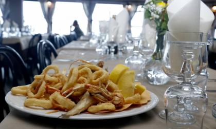 Fino in Liguria per il pranzo di S. Valentino, ma ristorante prenotato è chiuso. Infuria la polemica