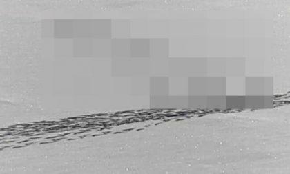Sfida la sorte per disegnare un pene sul lago ghiacciato