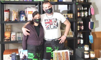 Il bar di Alessandro e Rosa che si reinventa minimarket