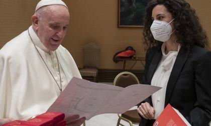 """Silvia Avallone incontra il Papa: """"Gli ho detto che ho fede nella letteratura"""""""