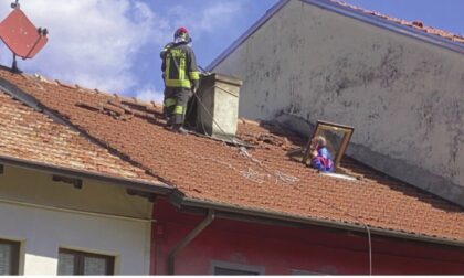 Incendio tra le case nel cuore di Chiavazza