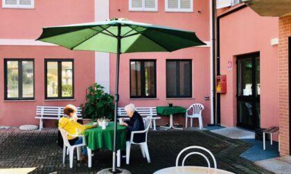Ecco la casa di riposo che offre l'aperitivo a ospiti e parenti