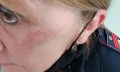Già libera la donna che ha picchiato una poliziotta perché le aveva interrotto l'aperitivo