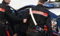 Ubriaco tenta di estorcere soldi al medico del paese, poi aggredisce i carabinieri