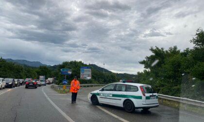 Nubifragio sul Biellese: casa scoperchiata e superstrada chiusa